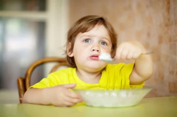 ماست برای صبحانه کودک