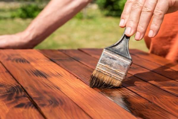 رنگ کردن چوب چرمی