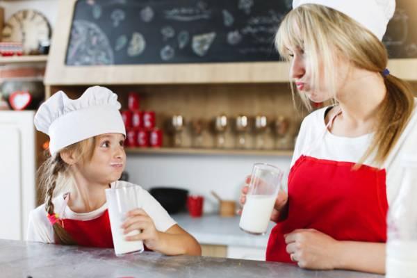 مضرات زیاد خوردن شیر