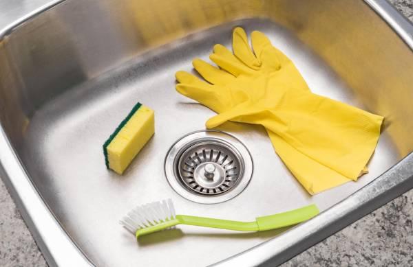 ترفند جادویی و فوری برای براق و تمیز کردن سینک آشپزخانه + روش