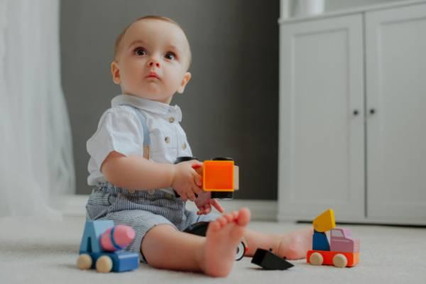 اسباب بازی مناسب نوزادان