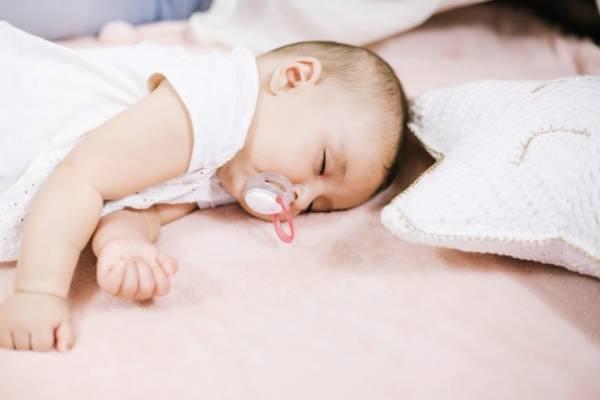 پستانک در خواب