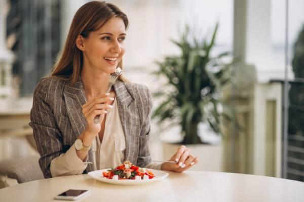 خوردن غذای سبک