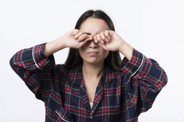 علائمی که ثابت می کنند چشمانتان ضعیف شده