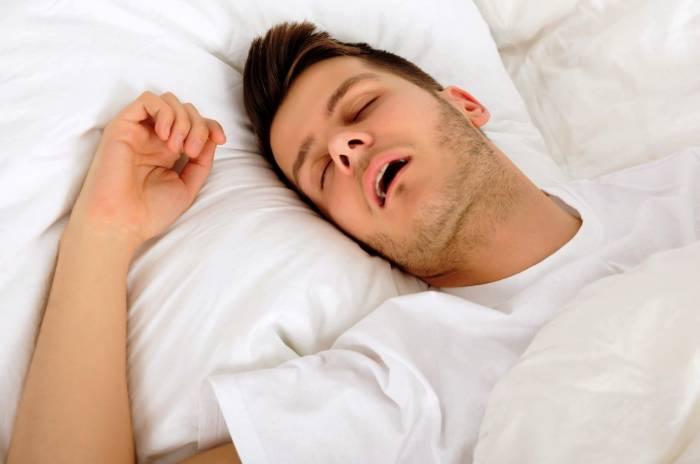 دهان باز خوابیدن