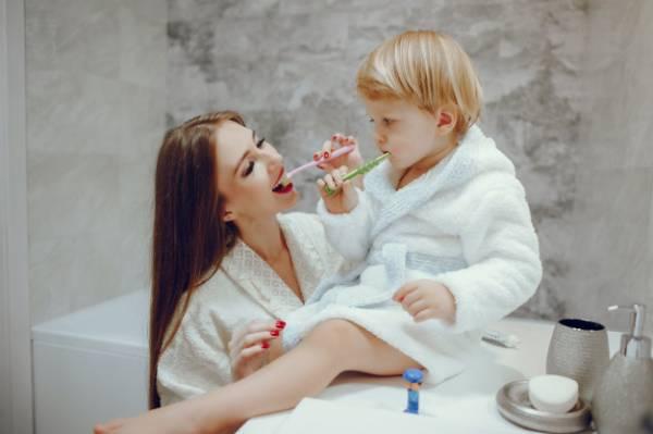 مسواک زدن کودکان