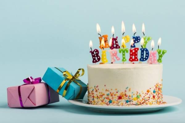 کیک و شمع تولد