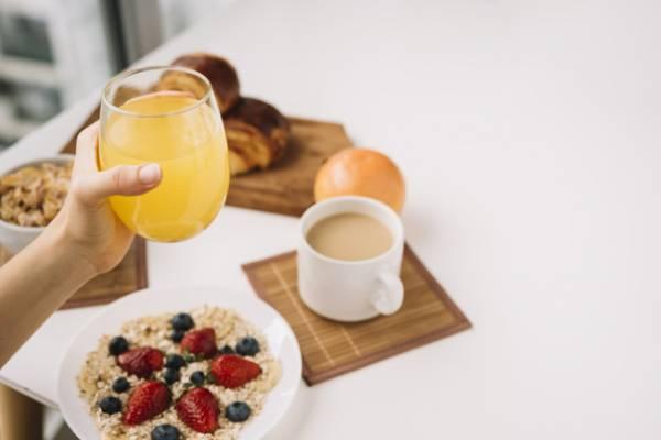 آبمیوه در صبحانه