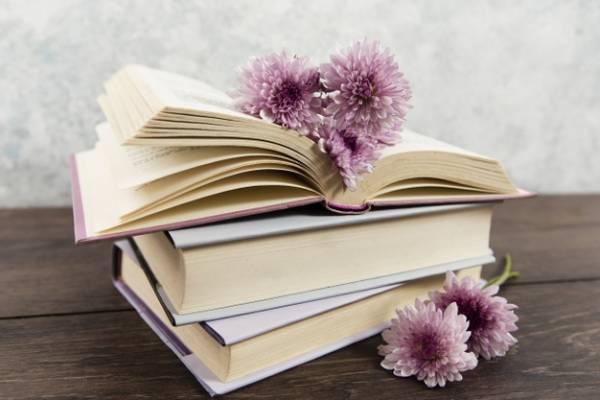 گذاشتن گل وسط کتاب