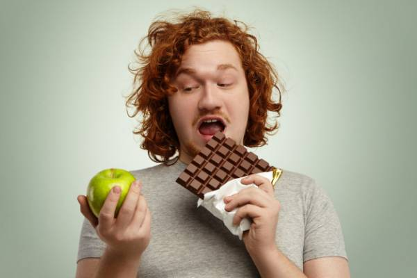 خوردن خوراکی پرکالری