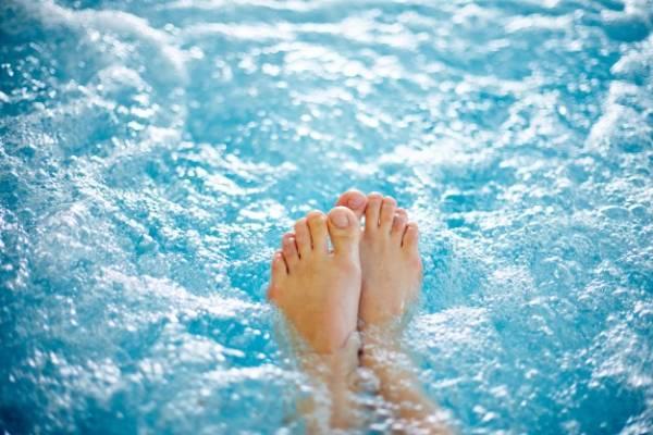 گذاشتن پا در آب خنک
