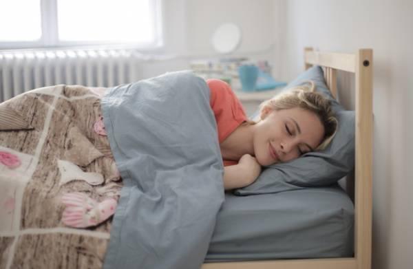 خوابیدن با لباس