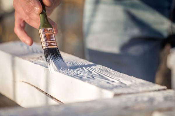 رنگ کردن وسایل چوبی
