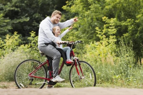 دوچرخه سواری پدر دختر