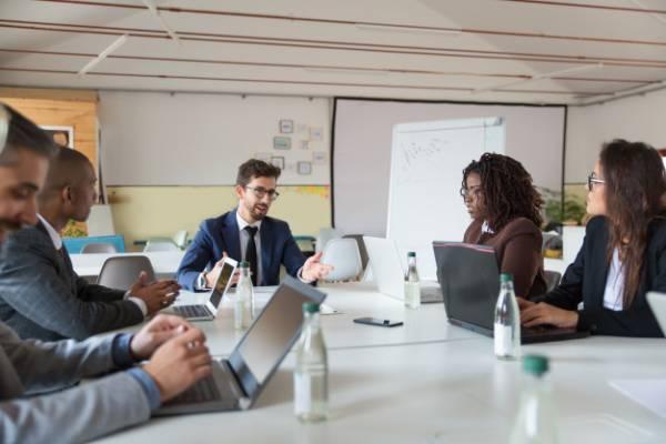 تقویت ارتباط مدیر و کارمند