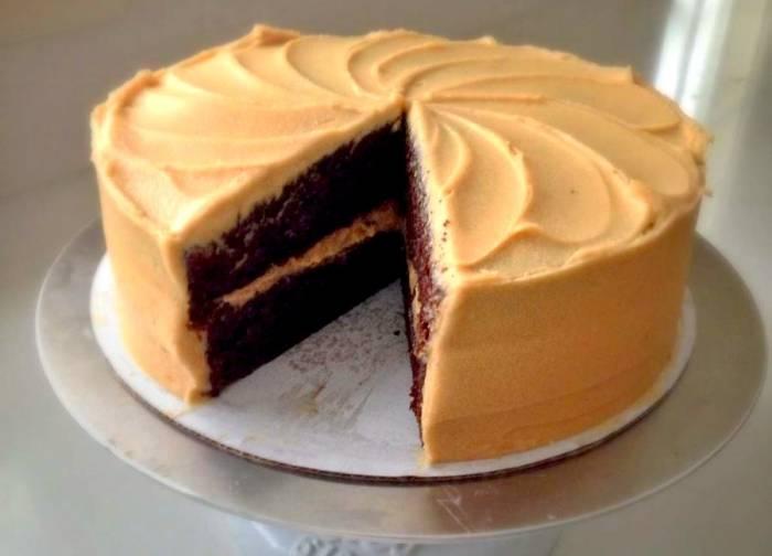 کیک قهوه با روکش موکا