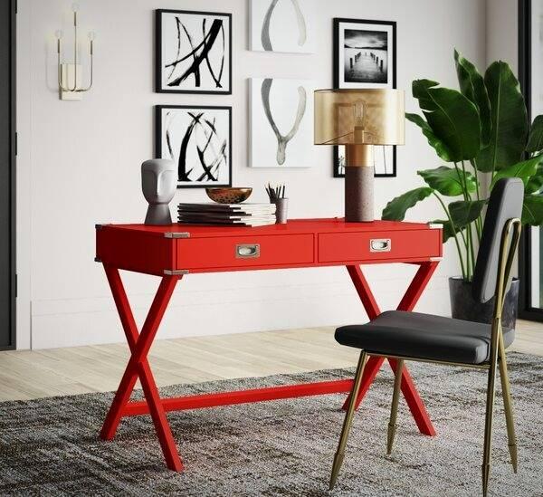 میزکار قرمز